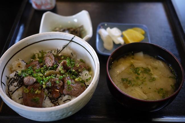 赤牛ステーキ丼2.jpg