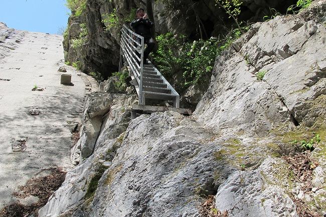 風穴への階段.jpg
