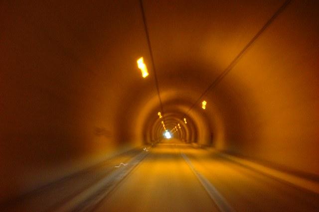 トンネルはひんやりです.jpg