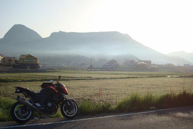 モヤモヤの香春岳.jpg