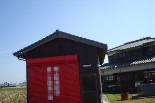消防の赤い倉庫.jpg