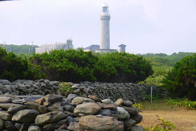 石垣と灯台.jpg